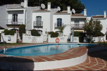 Two bedroomed town 15 minutes from the centre of Nerja