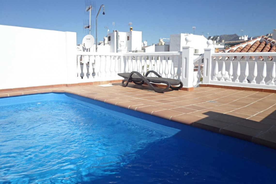 2 bedroom ground floor with alovely rooftop communal pool