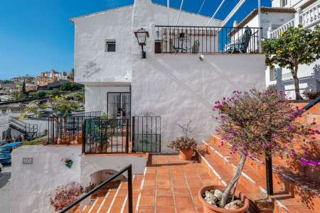 Apartments & Villas for Rent in Spain holiday rentals and accommodation 2 bedroom 2 bathroom Villarentals Villa Apartments rent in nerja Spain